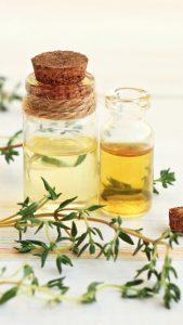 L'huile essentielle de Thym à linalol pour favoriser le confort des voies respiratoires.